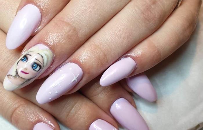 Ongles - manucure - vernis - rose- reine
